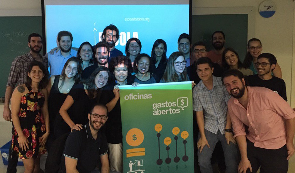 Escola de Dados (Brazil) instructors and participants in a workshop about data journalism and government spending data, in São Paulo